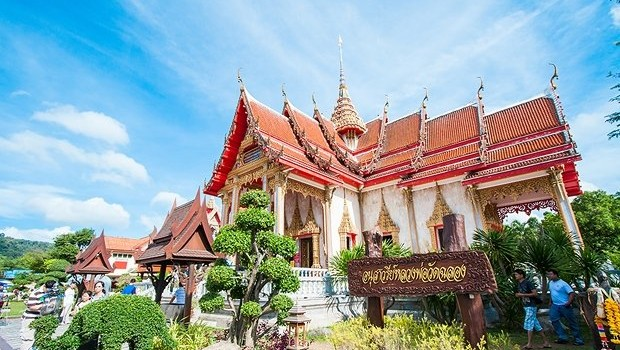 Driving Rental Car Visit Famous Temples in Phuket